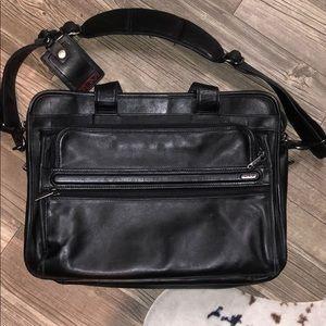 Tumi Leather Messenger Bag 💼